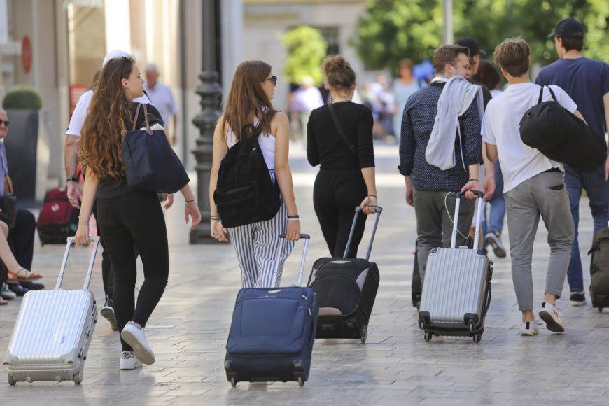 El gobierno rectifica en sus predicciones sobre el turismo este verano.